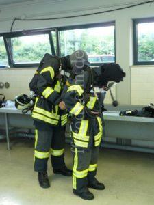 Anlegen der Schutzausrüstung...