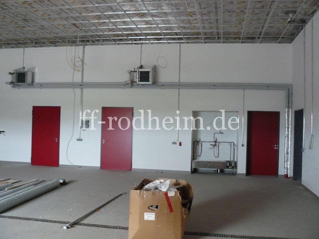 03. April - Fahrzeughalle mit Stiefelwäsche, Heizung und Elektroinstallation